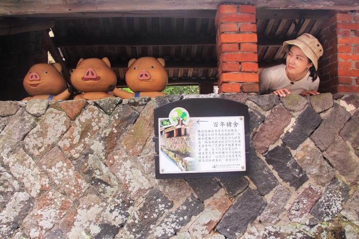 照片7 富有童趣的百年豬舍,解說牌面供民眾瞭解地方的歷史文化.JPG