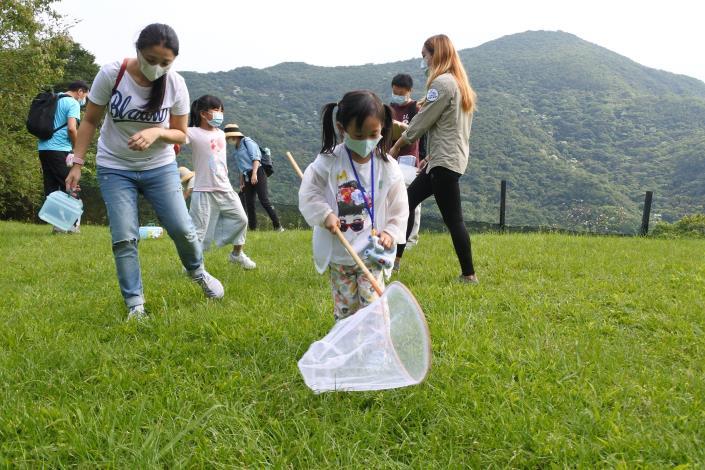 06森林六足之旅課程除了傳遞生態知識,也會教導民眾正確的友善昆蟲、尊重生命的觀察方法.JPG