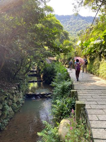 照片5 虎山溪畔步道
