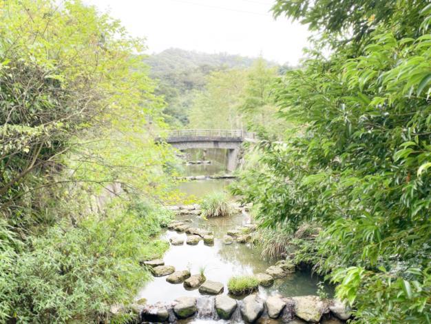 照片6 四分溪雙心造型跳石步道