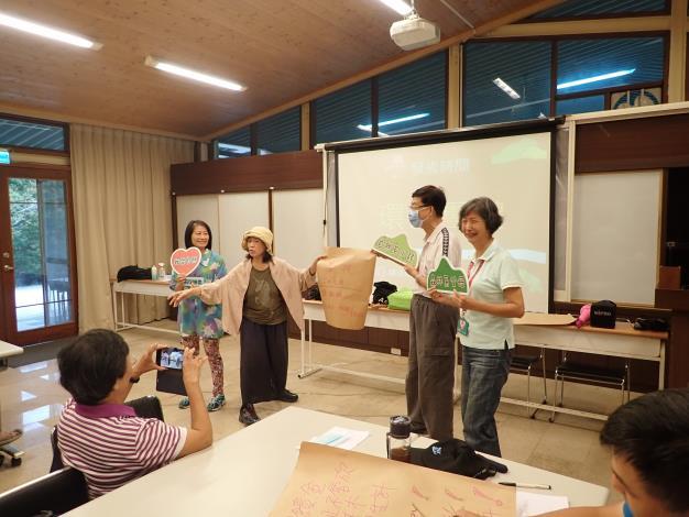 02參與森林公聽會 發表角色意見.JPG