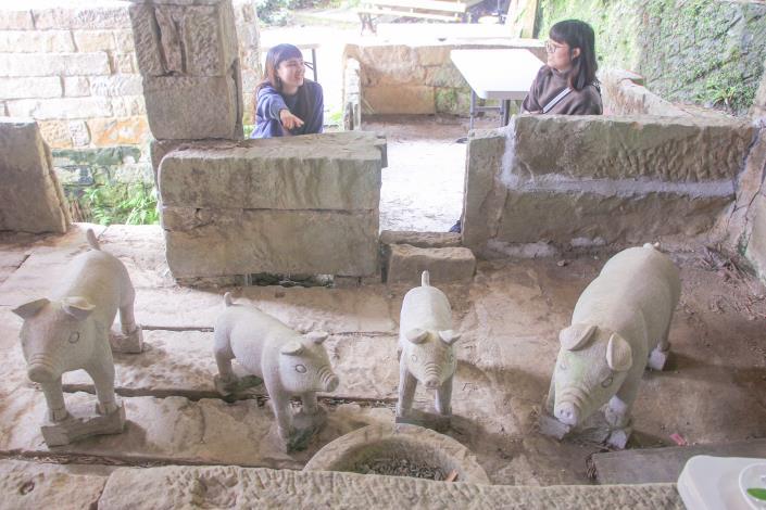 照片6 茶香豬舍感受早期農村特色。