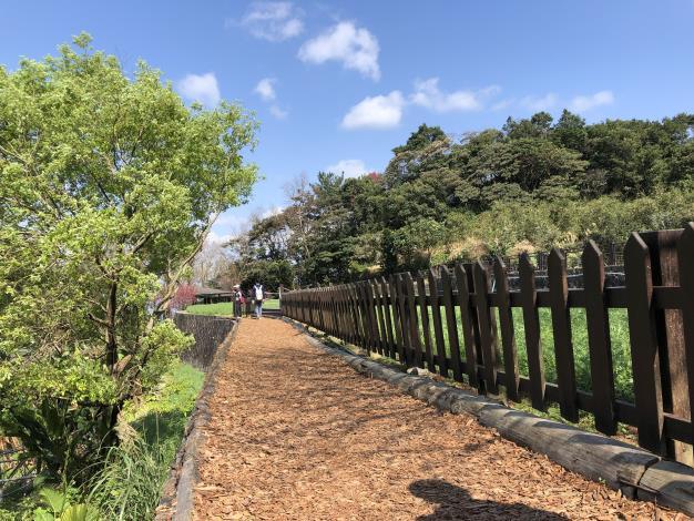 4-舒適的暖色步道.JPG