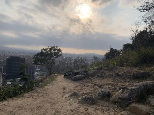 09劍南山火燒跡地可眺望城市美景