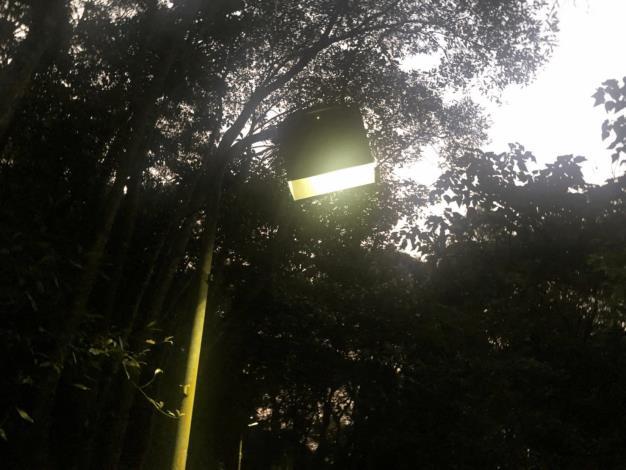 照片2 生態區內路燈增設燈罩