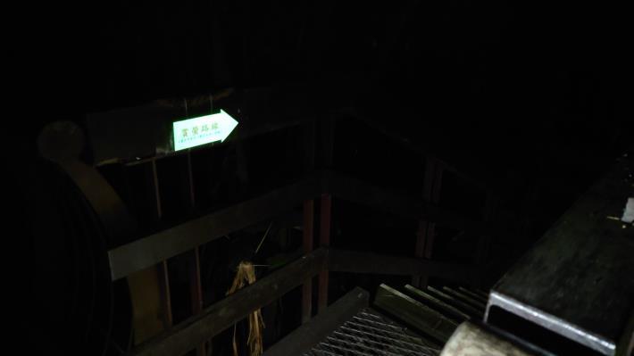 04圖片2 虎山賞螢路線沿線設置自導式指引(夜間螢光)