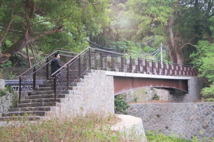 2_越溪觀景橋可供民眾通行及遠眺硫磺谷的地景