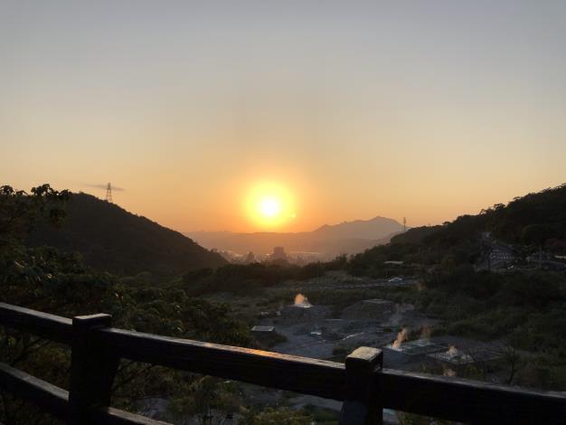 4_欣賞硫磺谷及北投市區的美景