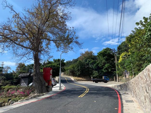 行義路300巷道路以改質瀝青及多孔隙透水瀝青改善道路品質