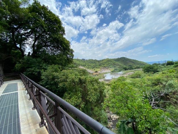 照片1 遠眺硫磺谷的地景