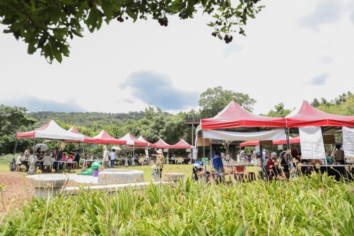 06_森林博覽會,藉由攤位遊戲認識森林的多元價值與各界對於森林保育與永續的努力。