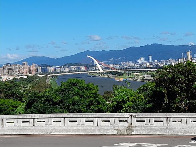 7-圓山大飯店周邊眺望基隆河及南港山系山景,視野開闊