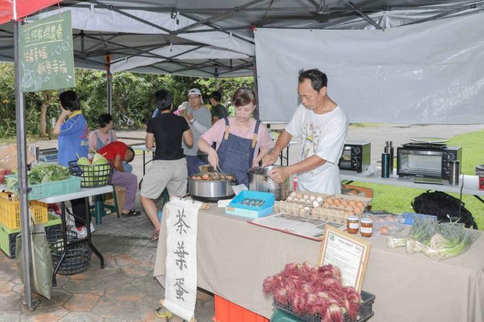 07臺灣小農到場設攤,邀請民眾以行動支持