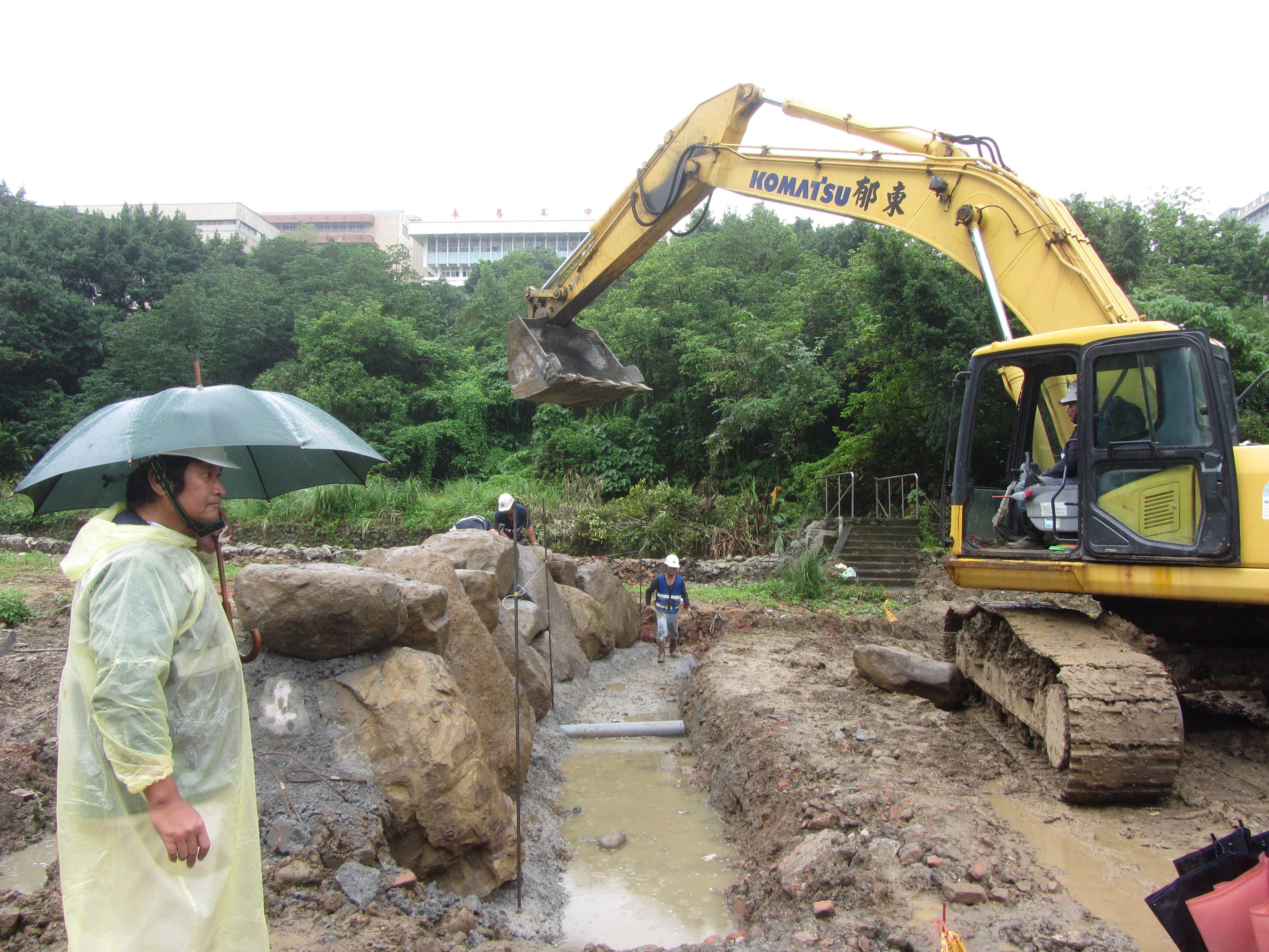 堆疊生態池塊石固床工