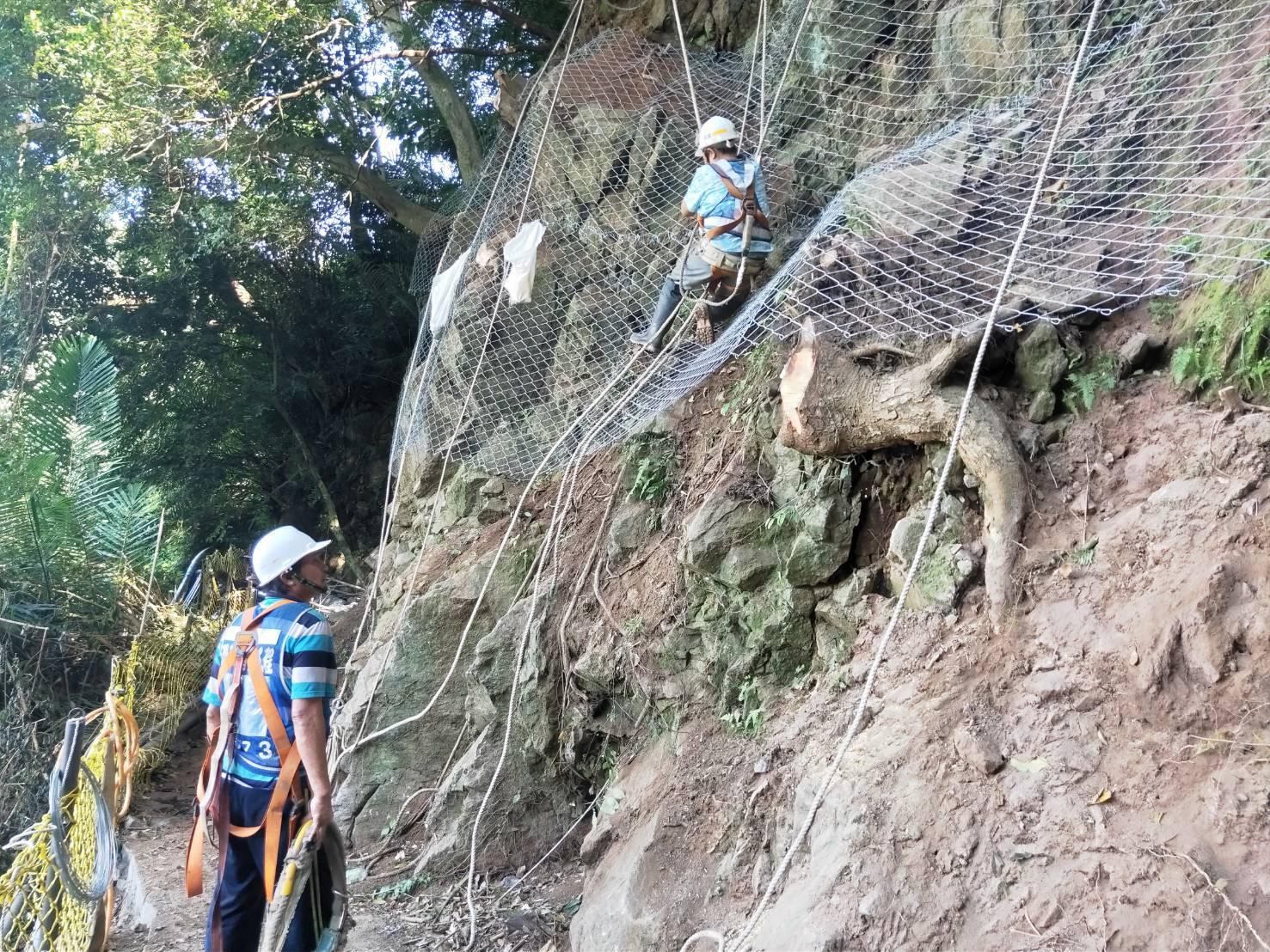 掛網岩栓護坡工程(掛設硬鋼線網)