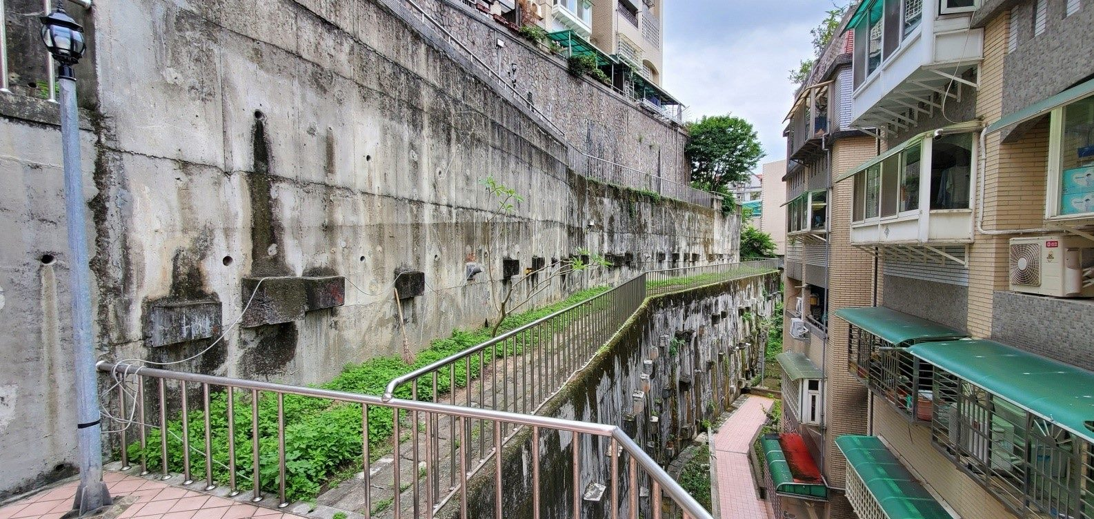 D棟上階擋土牆