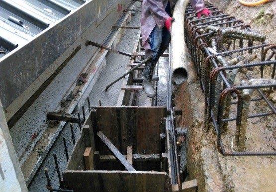 排水溝灌漿作業