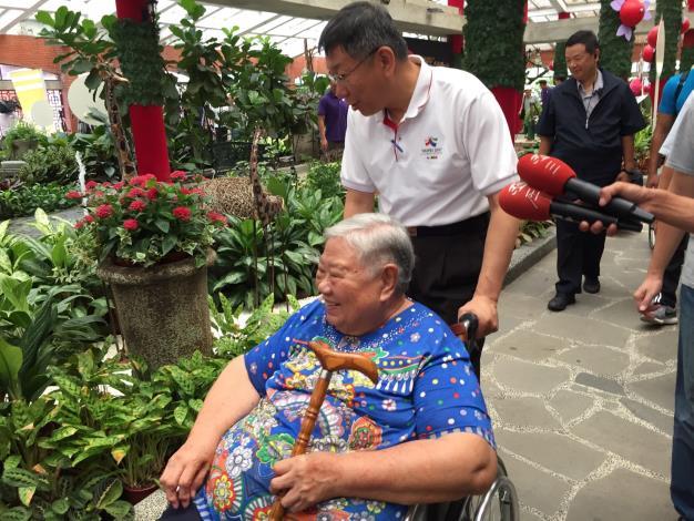銀髮樂活行10大無障礙美景 市長與輪椅長者樂遊大台北
