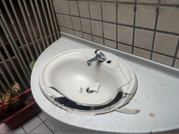 3.洗手台-修復前[開啟新連結]