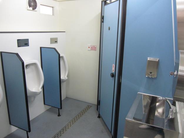 拖車式流動廁所內部設備-2