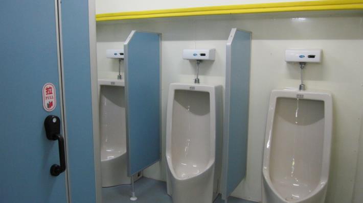 拖車式流動廁所內部設備-1