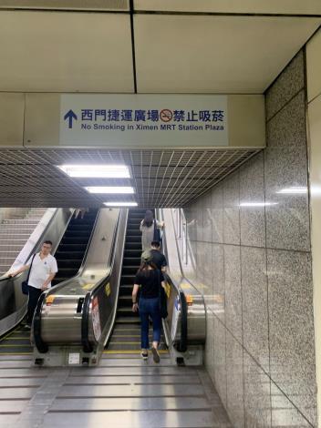 捷運西門站禁菸宣導標示