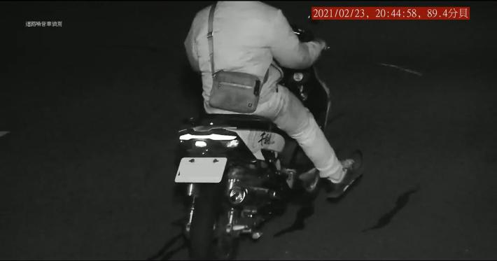 固定式高噪車輛偵攝系統拍到違規車輛(夜間)