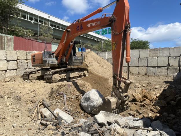 臺北市環保局查獲玖泰工程公司於北投區空地非法處理營建廢棄物2