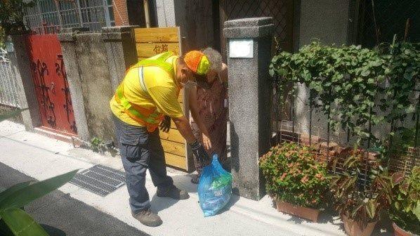 代收獨居行動不便長者廢棄物