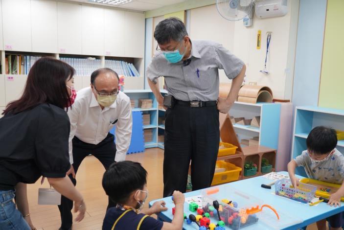 市長視察幼兒園