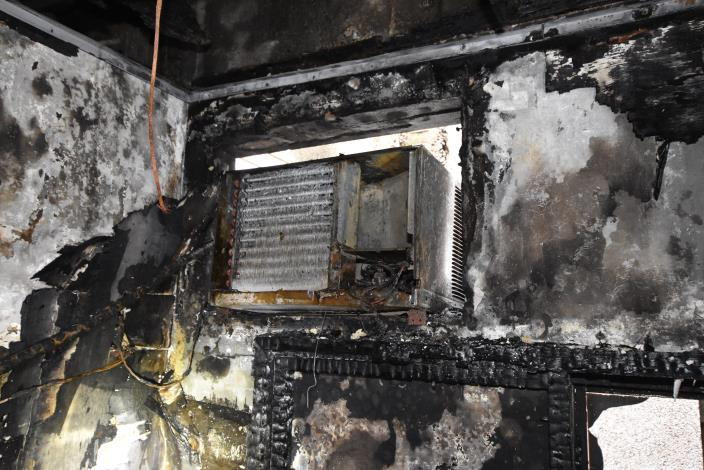Air conditioner fires often burn down their nearby decorations. If there is burnt smell or abnormal noise during operation, it should be examined and repaired by professionals instantly.