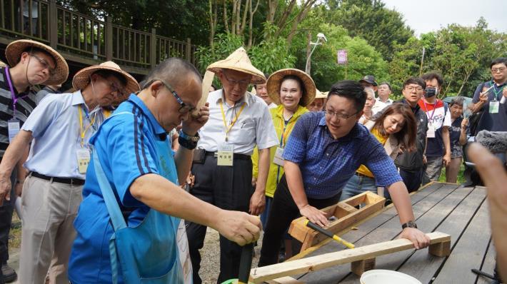 市長體驗拆回收棧板製作農耕箱