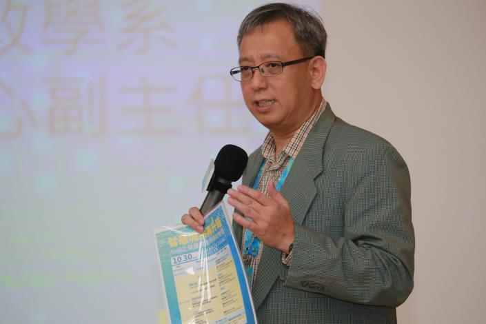 研討會主持人蕭乃沂教授引言.JPG