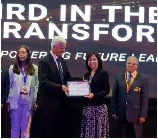 The Acting Director of DCSD, LIN FANG-JU receiving the award at the IFTDO's 48th International Conference/Photo taken on 24.6.2019
