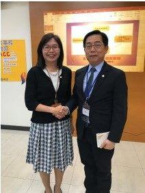 Photo of Ms. LIN, Fang-Ju, our Acting Director (left) with Mr. CHIANG Ming-Hsiu, Dean of the NCCU College of Social Sciences (right)