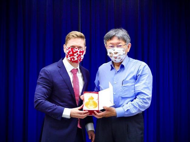 Pic 3 Canadian Representative Jordan Reeves and Mayor KO exchanging gifts