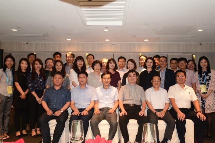 Group photo of Deputy Mayor Chia-ji Teng and the Gyeonggi Province trainees
