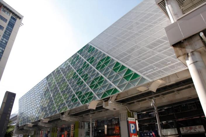 The elevation colors of Zhonghe Station are designed by the artist.