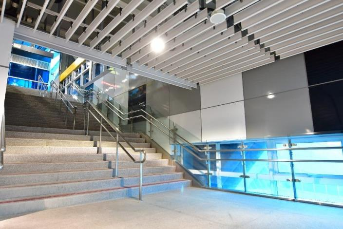 Grey is the theme color of New Taipei Industrial Park Station and applied on the staircase.