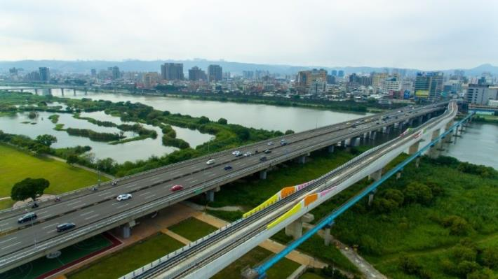 The artists' colors are also featured on the section crossing over the Dahan River.