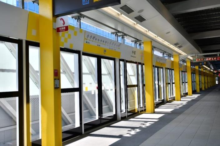 4. Yellow columns and frame design at Zhongyuan Station.