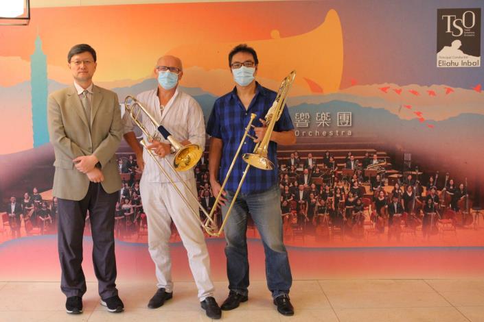 左起團長何康國、指揮林柏格、長號首席李賢哲.JPG