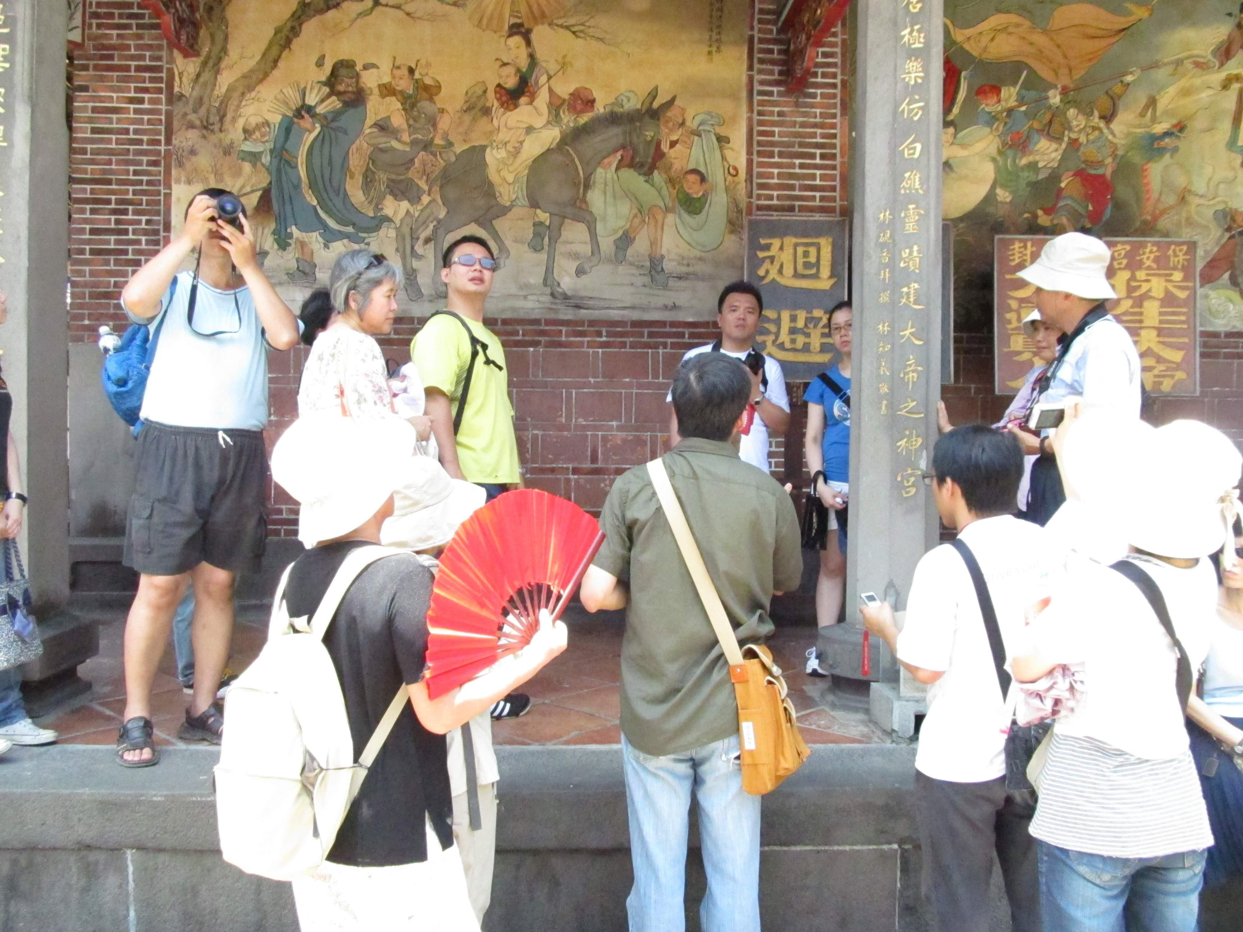 圖表:「看一段八佾舞~大龍峒」線,張崑振老師講解保安宮潘麗水的壁畫。