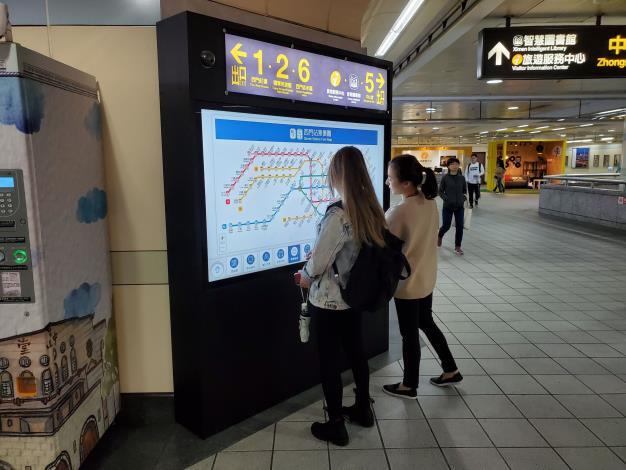 3_車站生活資訊觸控屏幕-Metro e Touch