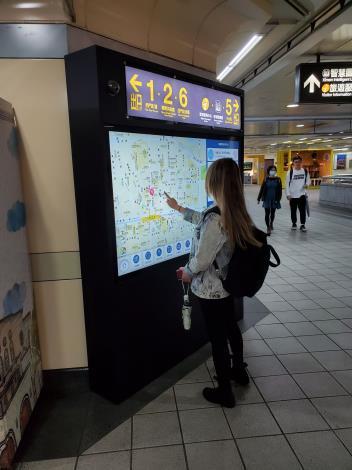 2_車站生活資訊觸控屏幕-Metro e Touch