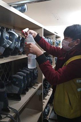冰鞋及護具加強酒精消毒