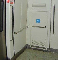 照片: 輪椅專屬停靠區-高運量系統