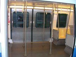 照片: 輪椅專屬停靠區-中運量系統