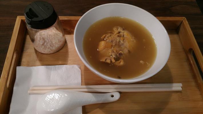原味湯廚-熬煮4至6小時的黃金湯汁 道地港式好味道