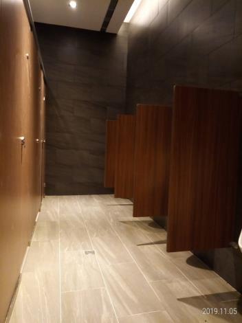 乾淨的公廁B